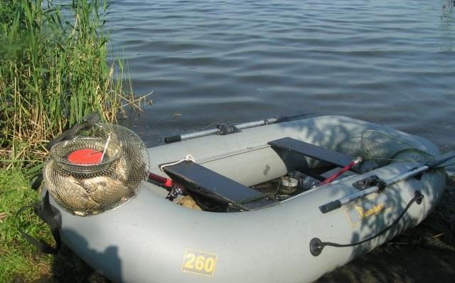 поплавочная ловля с лодки на озере
